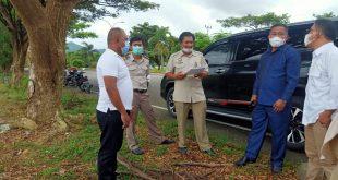 Sukron Mamonto dan Ketua DPRD Bolmong Welty Komaling Saat Meninjau Lokasi HGU desa Lalow (Ist)